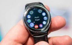 Gear S3, il nuovo smartwatch di lusso nuova sfida di Samsung ad Apple Gear S3 frontier presenta un look grintoso e compatto perfetto per la vita all'aria aperta coniugando stile e funzionalità pratiche ed innovative. Questo modello è stato studiato per affrontare qualu #ifa2016 #samsung #smartwatch #apple #gears3