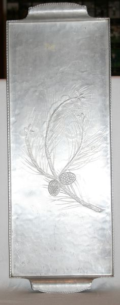 Aluminum giftware for the home became fashionable during the 1930s, at a time when most Americans could not afford luxury metals like silver. One of the most prolific manufacturers of aluminum giftwar