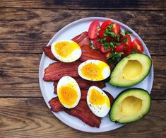 These easy ketogenic dinner recipes are the best and great for weight loss! You are going love these yummy low carb keto dinner recipes, you'll feel so full and satisfied all while losing weight! Tilapia, Keto Diet Plan, Low Carb Diet, Healthy Dinner Recipes, Low Carb Recipes, Eggs Low Carb, Keto Breakfast Smoothie, Bacon