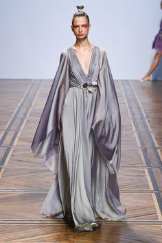 Valentin Yudashkin Spring 2019 Ready-to-Wear Collection - Vogue