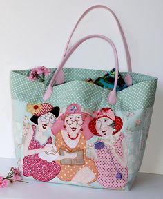 """Sisters"" Bag pattern por Bronwyn Hayes designer for Red Brolly Red Brolly, Fabric Crafts, Sewing Crafts, Sewing Projects, Sewing Ideas, Bags Sewing, Patchwork Bags, Quilted Bag, Purse Patterns"
