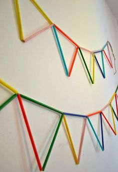 DIY straw bunting (via mommo-design) Drinking Straw Crafts, Diy For Kids, Crafts For Kids, Straw Art, Diy And Crafts, Arts And Crafts, Diy Straw Crafts, Do It Yourself Inspiration, Diy Banner