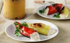 Συνταγή της Νίκης Χρυσανθίδου  Υλικά Για την τυροκαυτερή  3 κουτ. σούπας ελαιόλαδο  4 – 5 φρέσκες καυτερές πιπερίτσες της αρεσκείας μας, πράσινες ή κόκκινες, κομμένες κατά μήκος στη μέση, χωρίς τα κοτσανάκια τους (αφαιρούμε όσα σπόρια θέλουμε)  500 γρ. φέτα, κατά προτίμηση σκληρή, σε κυβάκια  250 γρ. κατίκι (ή τσαλαφούτι)  2 κουτ. σούπας στραγγιστό γιαούρτι, πρόβειο ή αγελαδινό  1 σκελίδα σκόρδου  (προαιρετικά)  1 μικρό αγγουράκι, ξεφλουδισμένο, κομμένο σε πολύ μικρά καρέ  12 πιπεριές… Fresh Rolls, Street Food, Ethnic Recipes, Gastronomia, Japanese Street Food