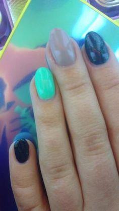 Black Gel Polish Fade With Glitter By Rnmillican Nail Art Gallery