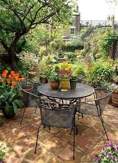 Small Courtyard Gardens, Back Gardens, Outdoor Gardens, Sidewalk Landscaping, Backyard Landscaping, Backyard Patio, English Garden Design, Backyard Renovations, Mediterranean Garden