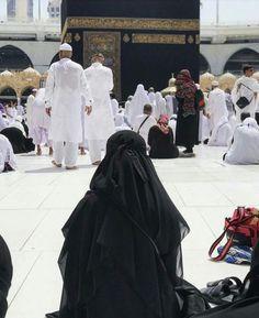 O Allah call me to your Home ❤ Anime Muslim, Muslim Hijab, Muslim Girls, Muslim Women, Hijab Dpz, Niqab Fashion, Mekkah, Islamic Girl, Madina