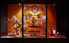 Fashion Factory. Un coloratissimo telaio. (Negozio: Harvey Nichols, Londra)