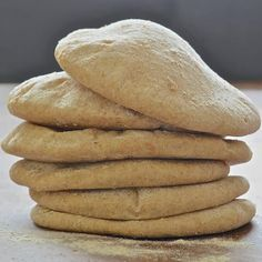 Make your own soft & delicious pita bread. These puffy little pillows are ready from start to finish in less than 1 hour & taste so much better than store bought varieties! Bread Recipes, Baking Recipes, Vegan Recipes, Lunch Recipes, Diet Recipes, Homemade Pita Bread, Vegan Lunches, Vegan Meals, Vegan Snacks
