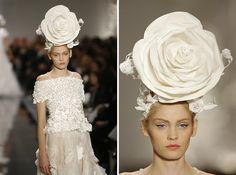 LA CARABA EN BICICLETA...: EL PICAFLOR... DE LAS PASARELAS Chanel, Lace Wedding, Wedding Dresses, Boutique, Fashion, Templates, Wedding Dress Lace, Bridal Gowns, Couture Fashion
