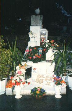 Aliki Vougiouklaki - Find A Grave.