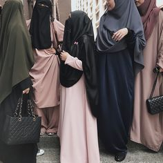 Great catch up. Niqab Fashion, Modest Fashion, Muslim Girls, Muslim Women, Islamic Girl, Hijabi Girl, Hijab Chic, Hijab Outfit, Modest Outfits