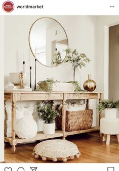 Formal Living Rooms, Home Living Room, Living Room Decor, Hallway Decorating, Entryway Decor, Accent Table Decor, Decoration Entree, Cozy House, Home Decor Inspiration