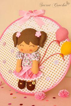 Mädchen mit Ballons-Stickrahmen Bild von SecretCrochet auf DaWanda.com