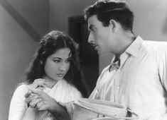 Meena Kumari and Raj Kumar in Dil Apna aur preet parai Indian Film Actress, Beautiful Indian Actress, Indian Actresses, Raaj Kumar, Indian Star, Vintage Bollywood, Bollywood Stars, Bollywood Actress, Cinema