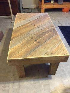 Pallet Coffee Table: Built in Diagonal Stripe Pattern - 30+ Pallet Ideas - Creative ways to recycle Pallets - Page 2 of 5 - DIY & Crafts