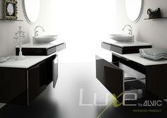Muebles de baño en blanco y negro alto brillo tendencia. Luxe by Alvic, mayor resistencia a rayado.