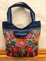 Grab this bag on your way out the door as you head to the local Farmers Market on a Sunday...
