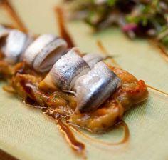 Anchoas marinadas sobre verduras asadas (Restaurante Urepel, San Sebastian)