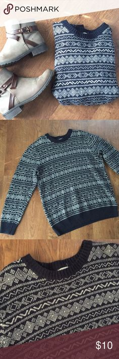 🆕 Old Navy Winter Sweater Amazing winter sweater from Old Navy. So unbelievably comfortable and perfect for winter. Kept me warm in Iowa! Great condition. Old Navy Sweaters