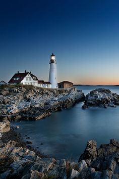 Portland Head Light + 5 Amazing Lighthouses in Portland Maine You Should See // Local Adventurer Maine Travel Destinations Cool Places To Visit, Places To Travel, Travel Destinations, Famous Lighthouses, Maine Lighthouses Map, Oregon, Visit Maine, Casco Bay, Lighthouse Pictures