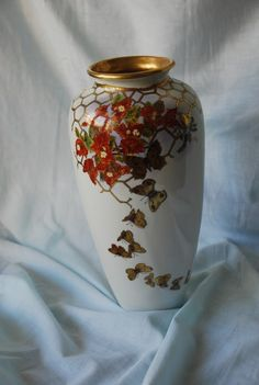 Bouganville and golden butterflies. Painted on Limoges porcelain ( degussa gold 32%) by Sabrina inspired by Patrizia Arvieri work.