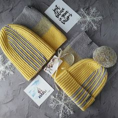 Nu este disponibil niciun text alternativ automat. Crochet Hooded Scarf, Crochet Baby Beanie, Crochet Cap, Diy Crochet, Knitting Daily, Knitting Kits, Knitting For Kids, Baby Knitting, Crochet Slippers