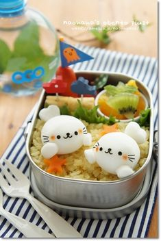 Found this baby seal bento Ingram Bento Kawaii, Cute Bento Boxes, Bento Box Lunch, Bento Lunchbox, Food Art Bento, Japanese Food Art, Japanese Candy, Little Lunch, Bento Recipes