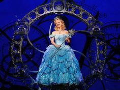 I don't think this girl played Glinda in the show I went to see, but I loved the bubble.