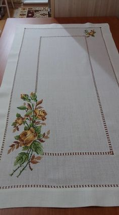 Discover thousands of images about İsim: Görüntüleme: 602 Büyüklük: KB (Kilobyte) Towel Embroidery, Embroidery Patterns Free, Cross Stitch Embroidery, Embroidery Designs, Just Cross Stitch, Cross Stitch Flowers, Cross Stitch Designs, Cross Stitch Patterns, Bordado Tipo Chicken Scratch