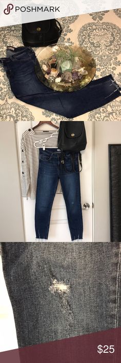 """Zara Basic Z1975 Denim Skinny Jeans Zara Basic Z1975 Denim Skinny Jeans are very comfortable! Love the distress look to the legs and the bottom of the jeans. Worn a few times, but in great condition! Very stretchy! Inseam is 25.5"""". Zara Jeans Skinny"""