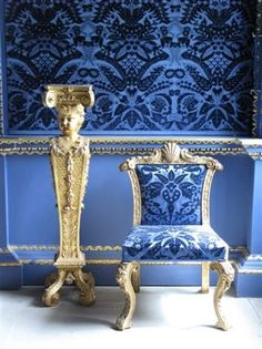 I'm a Blue Girl!and here's a beautiful Blue Velvet Room at Chiswick House, London. Velvet Room, Blue Velvet, Blue Gold, Blue And White, Bathroom Accents, Ligne Roset, Blue Rooms, Love Blue, Accent Colors