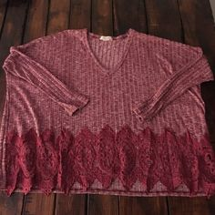 💋Sale💋Loose Fitting Maroon Sweater Lace Detail Adorable ribbed sweater with lace detail across the bottom. Perfect for fall. Loose fitting. Please note that even though it is retail and never worn there is no tag. Boutique Sweaters V-Necks