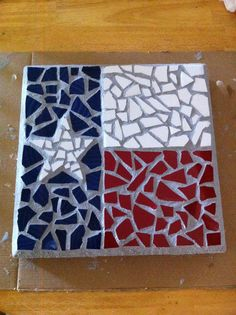 Texas flag mosaic stepping stone - would be neat for our Texas family. Mosaic Stepping Stones, Stone Mosaic, Mosaic Glass, Pebble Mosaic, Mosaic Crafts, Mosaic Projects, Stained Glass Projects, Tile Art, Mosaic Art