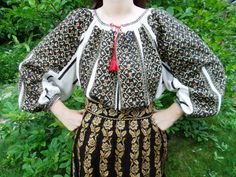 Popular Folk Embroidery Traditional Romanian ensemble from Muscel area (vintage) found on FB page: Costume Populare Vechi Folk Embroidery, Modern Embroidery, Embroidery Patterns, Folk Costume, Costumes, Folk Clothing, Costume Design, Fashion Art, Folk Art