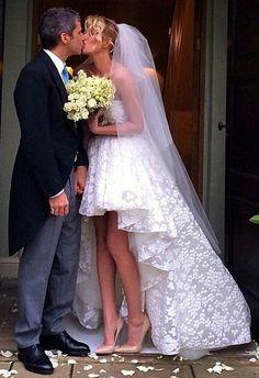 La conduttrice Alessia Marcuzzi si è sposata il 1 Dicembre 2014 con Paolo Calabresi Marconi #matrimonio #marcuzzi