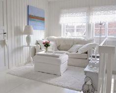 salotto shabby total white con pochi accenti di colore