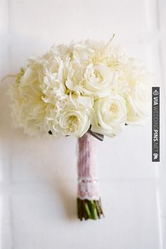 white bouquet.  lane dittoe   VIA #WEDDINGPINS.NET