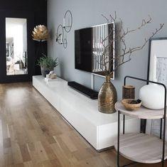 Na obrázku může být: stůl a uvnitř Living Room Storage, Living Room Tv, Apartment Living, Interior Design Living Room, Living Room Designs, Living Room Sideboard Ideas, Bedroom Storage, Cafe Interior, Design Bedroom