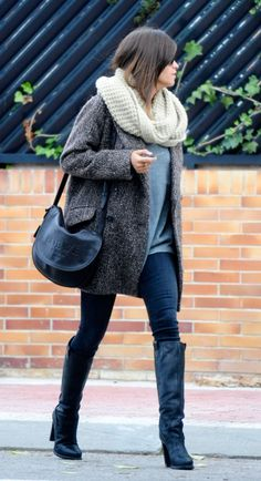 Sara Carbonero - Coat and boots Simple Outfits, Trendy Outfits, Cute Outfits, Fashion Outfits, Fashion Trends, Fashion Ideas, Fashion Inspiration, Fall Winter Outfits, Autumn Winter Fashion