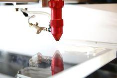 Rosche - Laser cutting co2 dan grafir dengan akurasi yang baik dan presisi, dengan menggunakan mesin laser cutting non-metal berkualitas bagus. Mengerjakan bahan non-metal untuk pengerjaan pada bahan kulit, acrylic,