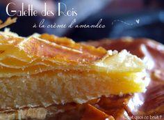 Recette de la Galette des rois facile à la crème d'amandes {recette Epiphanie} appelée à tort frangipane...
