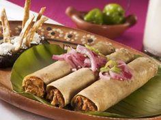 Tips Emiliano te menciona: ¿Sabes cuales son los tacos más populares de México? En 1er lugar: Taco al Pastor, 2. Suadero, 3. De cabeza, 4. De cecina, 5. De cochinita y por último los famosos de canasta! Deliciosos!