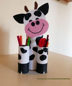 Idee van Kinderknutselfantasie {Winnie van Oorschot} Animal Crafts For Kids, Paper Crafts For Kids, Fun Crafts, Art For Kids, Toilet Paper Roll Crafts, Cardboard Crafts, Diy Crafts Hacks, Diy Crafts Videos, Tissue Roll Crafts