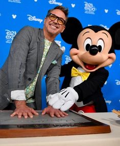 New Robert Downey Jr at Disney legends event where he got honored as Disney Legend ❤️ His smile cute ❤️❤️❤️ Einstein, Disney Hall, King Robert, John Malkovich, Iron Man Tony Stark, Marvel Actors, Downey Junior, Marvel Funny, Disney Marvel