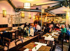 Tulsi hidden indian kitchen - WIEN, WIE ES ISST - Falter Lokalführer - FALTER.at Whisky, Indian Kitchen, Lokal, Conference Room, Restaurants, Home Decor, Portable Food, Food Menu, Indian Cuisine