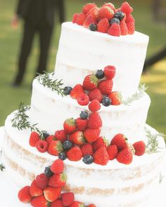スポンジが薄く見えるホワイトネイキッドケーキまとめ | marry[マリー] Beautiful Cakes, Wedding Cakes, Desserts, Instagram, Food, Decorating Cakes, Wedding Gown Cakes, Tailgate Desserts, Deserts