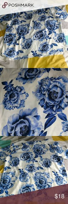 White and blue floral blouse 100% polyester Forever 21 Tops Blouses