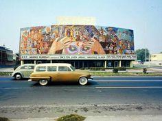 Fachada del antiguo teatro Silvia Pinal, por el rumbo de la colonia Doctores de la Ciudad de México. Foto probablemente de principios de los años 70's.