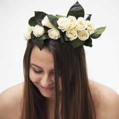 🌹 Real rose flower crown lasting for a year.  Ideal for summer weddings & festivals. No more wilting.🥀 #flowercrown #summerwedding #rosecrown #festivalfashion #festival #englishwedding #hairstyle #hairpiece