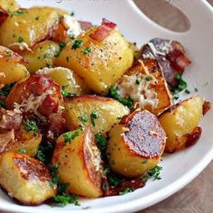 Oven Roasted Potatoes @keyingredient #cheese #bacon #easy